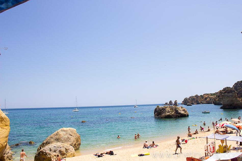 Praia Dona Ana / Beach Lagos via @onetinyleap